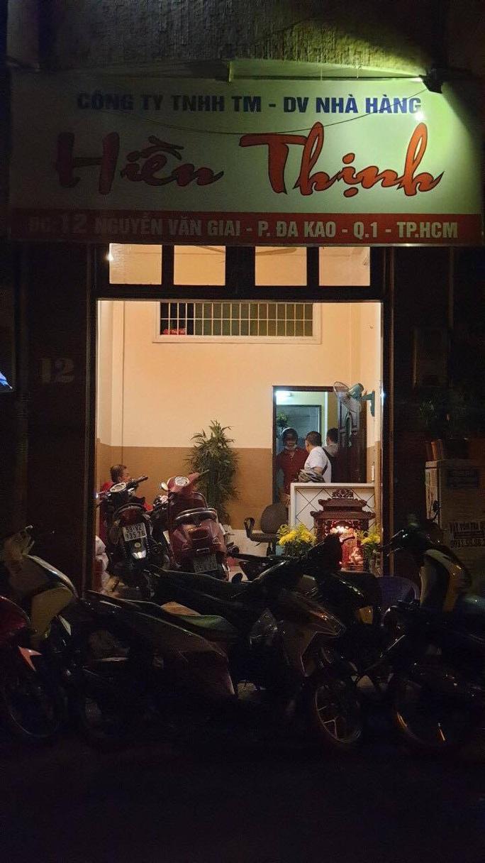 Nhà hàng Hiền Thịnh ở quận 1 - TP HCM cho tiếp viên phục vụ khách tại chỗ - Ảnh 1.