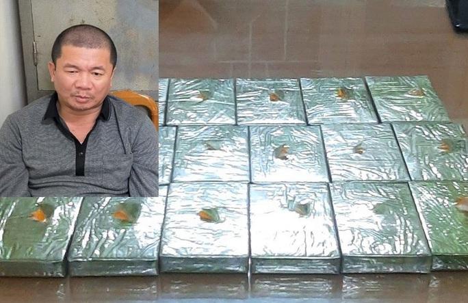 Cảnh sát tóm gọn kẻ ôm 17 bánh heroin trên chuyến tàu Bắc Nam - Ảnh 1.