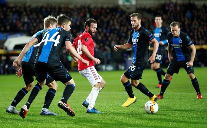 Europa League: Sai lầm hàng thủ, Man United suýt trả giá đắt - Ảnh 1.