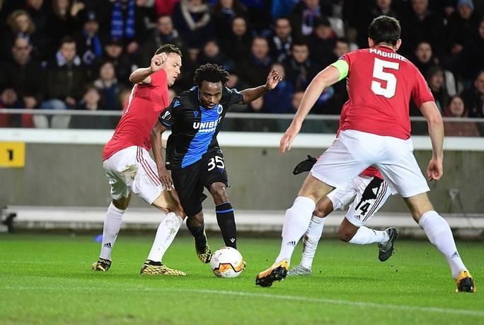 Europa League: Sai lầm hàng thủ, Man United suýt trả giá đắt - Ảnh 2.