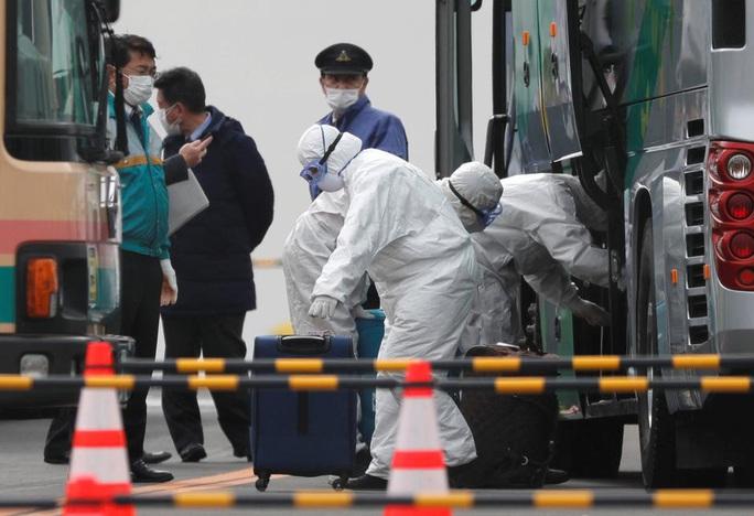 Covid-19: Thêm 118 người chết, nỗi lo virus gia tăng bên ngoài Trung Quốc - Ảnh 1.