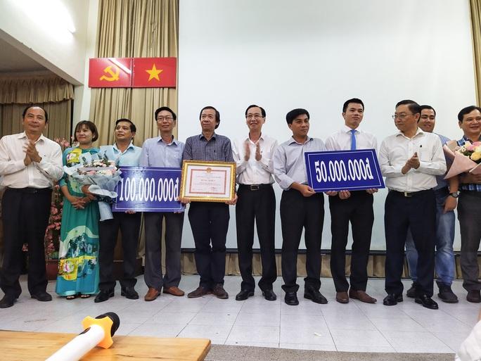 UBND TP HCM khen thưởng những chiến binh phòng chống Covid-19 - Ảnh 2.