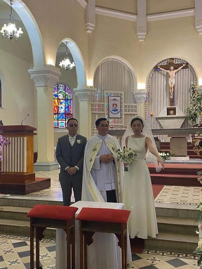 Toàn cảnh đám cưới bí mật của Tóc Tiên - Ảnh 1.