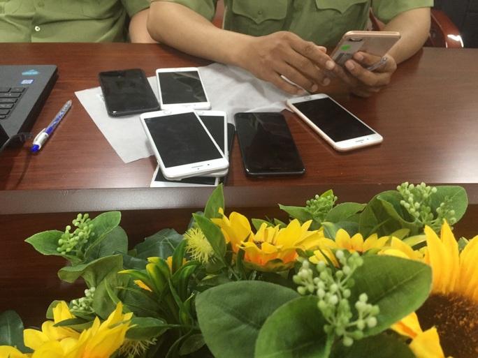Bắt giữ lô iphone trị giá khoảng 3 tỉ đồng ở TP HCM - Ảnh 1.