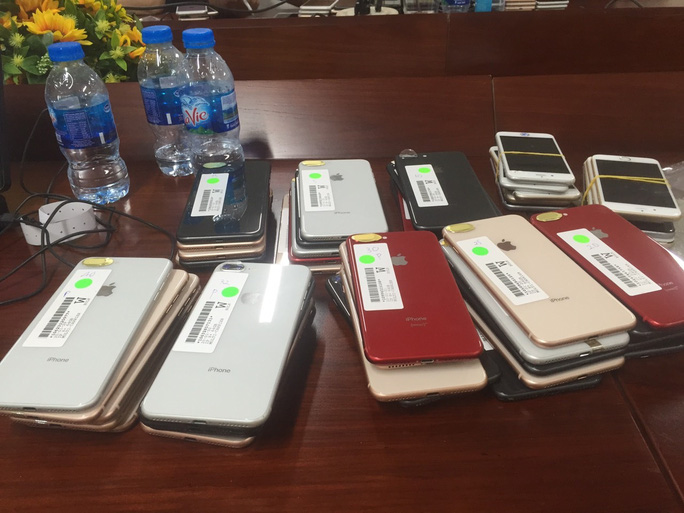 Bắt giữ lô iphone trị giá khoảng 3 tỉ đồng ở TP HCM - Ảnh 2.