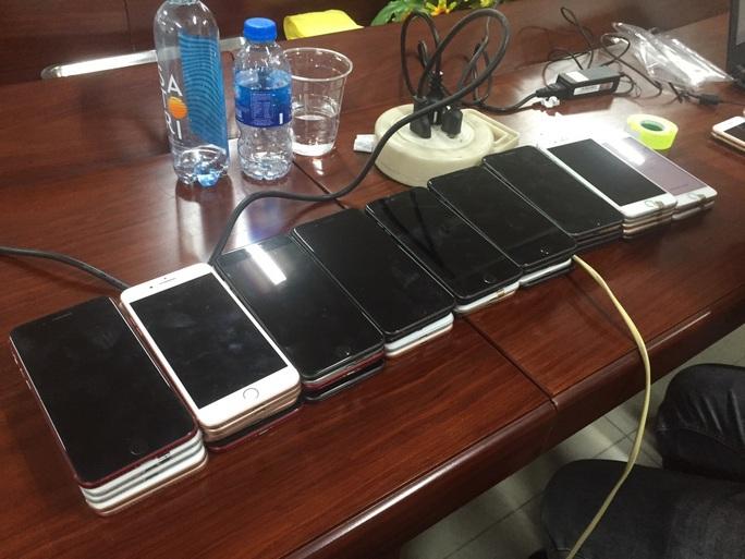 Bắt giữ lô iphone trị giá khoảng 3 tỉ đồng ở TP HCM - Ảnh 3.