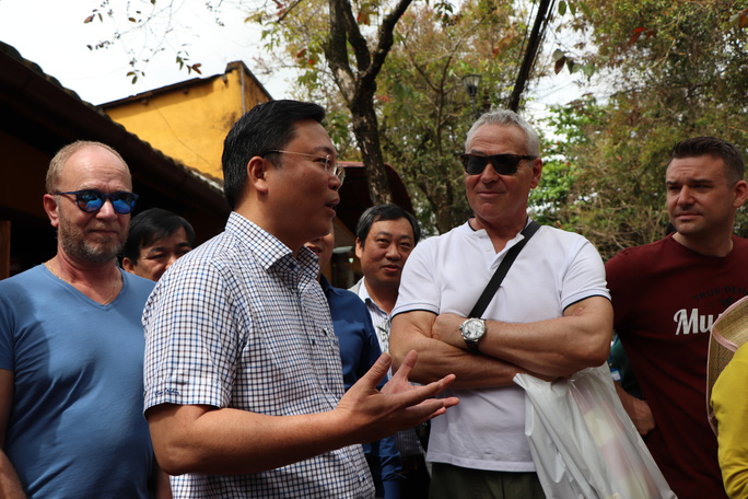 Dạo Hội An, Chủ tịch Quảng Nam nói với khách: Quảng Nam - điểm đến an toàn - Ảnh 3.