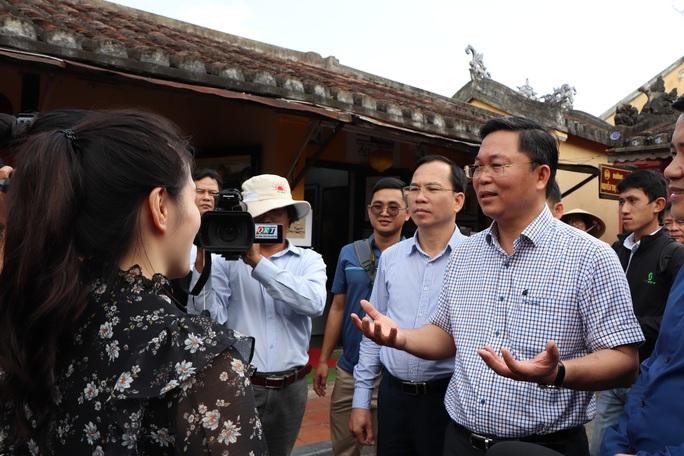 Dạo Hội An, Chủ tịch Quảng Nam nói với khách: Quảng Nam - điểm đến an toàn - Ảnh 2.