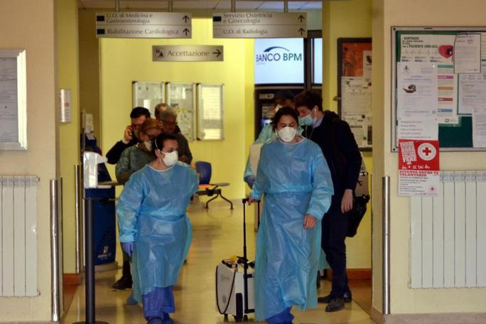 Ý và Iran thêm ca tử vong, Trung Quốc phát hiện ca nhiễm Covid-19 không có triệu chứng sau 27 ngày - Ảnh 1.