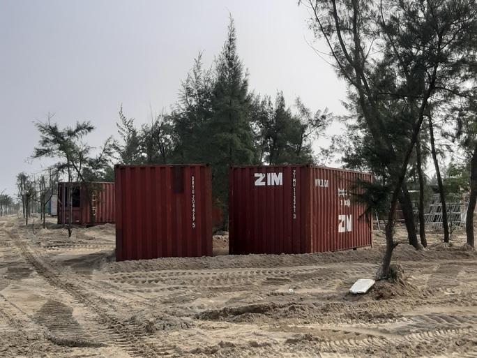 Nhà nghỉ container lấn rừng phòng hộ - Ảnh 1.