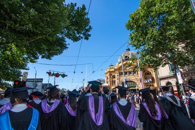 Chính phủ Úc mở cửa cho 760 học sinh người Trung Quốc đi học lại - Ảnh 1.