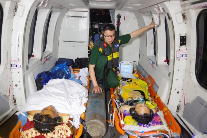 Cận cảnh dùng trực thăng cứu người khẩn cấp của Bệnh viện Quân y 175 - Ảnh 4.