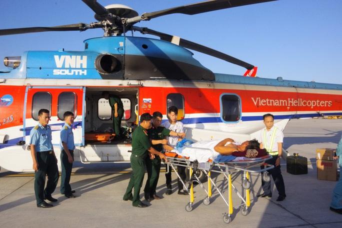 Cận cảnh dùng trực thăng cứu người khẩn cấp của Bệnh viện Quân y 175 - Ảnh 5.