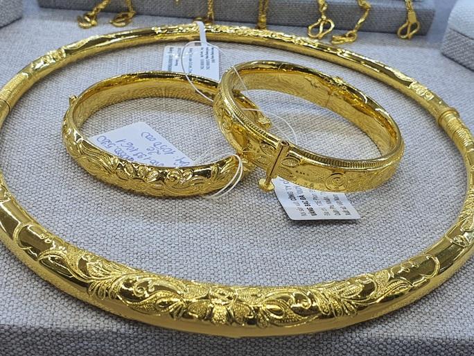 Lên đỉnh 8 năm, giá vàng được dự báo tiếp tục tăng - Ảnh 1.