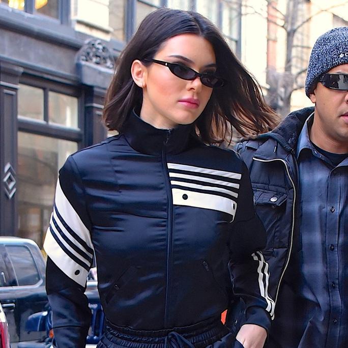 Diệu Nhi thời thượng tại sân bay, đụng hàng với Angelina Jolie, Kendall Jenner - Ảnh 2.