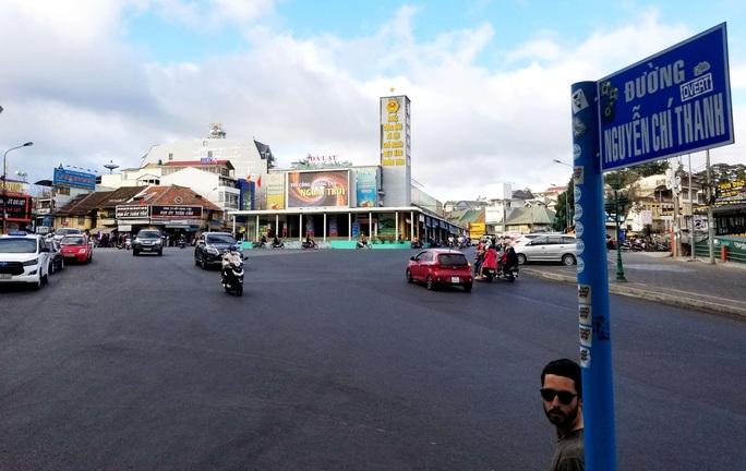 Khu trung tâm Hòa Bình Đà Lạt thưa thớt du khách tham quan.