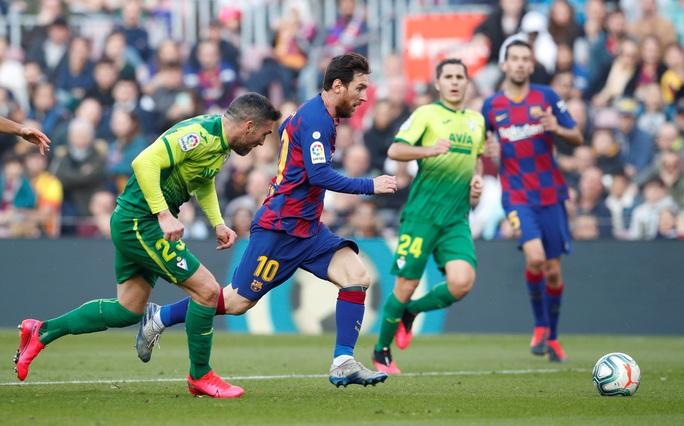 Messi lập cú poker, Barcelona thắng hủy diệt Eibar, lên ngôi đầu - Ảnh 4.