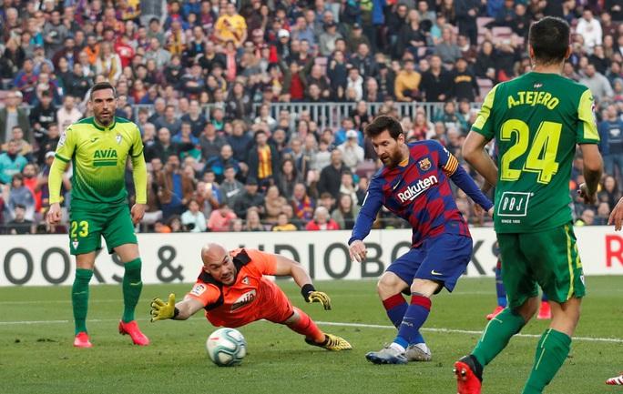 Messi lập cú poker, Barcelona thắng hủy diệt Eibar, lên ngôi đầu - Ảnh 8.