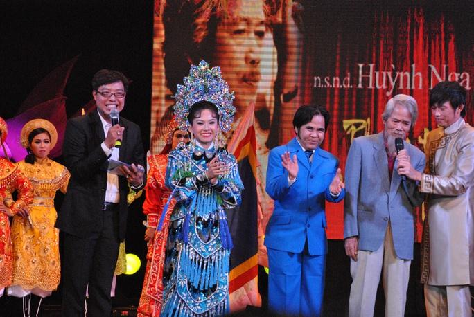 Ký ức về liveshow Huỳnh Nga Phong trần theo nghiệp Tổ - Ảnh 3.