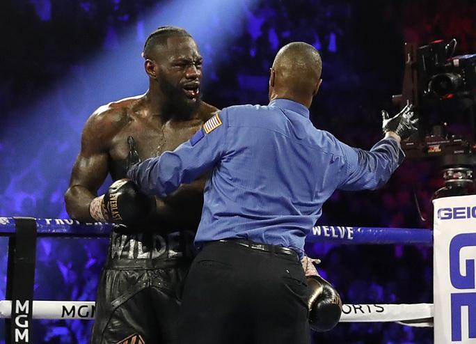 Tyson Fury hạ knock-out Wilder, đoạt đai vô địch WBC - Ảnh 4.