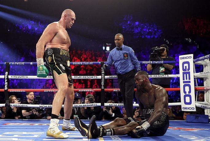 Tyson Fury hạ knock-out Wilder, đoạt đai vô địch WBC - Ảnh 3.