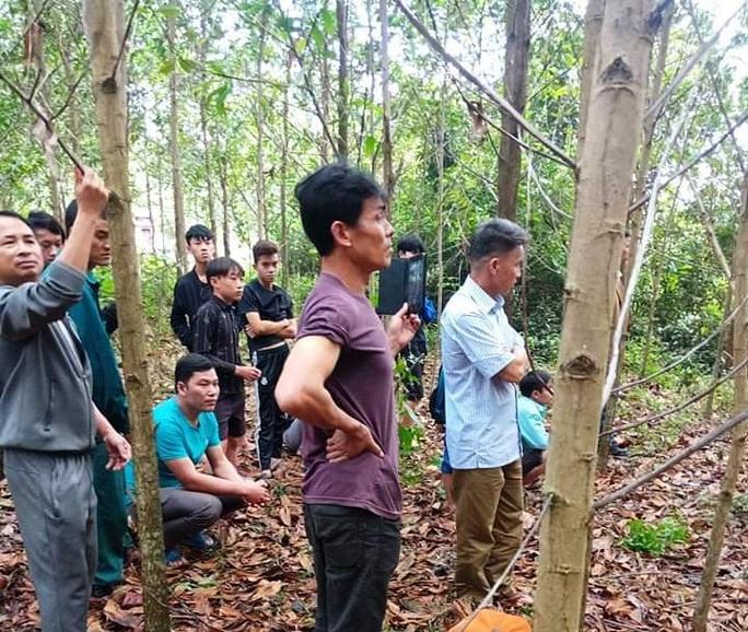 Quảng Bình: Một người đàn ông chết trong tư thế treo cổ ở vườn keo - Ảnh 1.