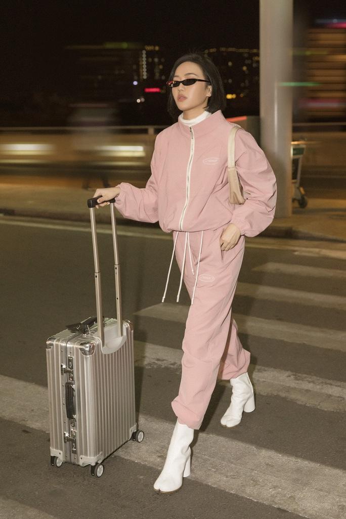 Diệu Nhi thời thượng tại sân bay, đụng hàng với Angelina Jolie, Kendall Jenner - Ảnh 4.