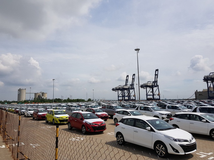 Ôtô nhập khẩu về Việt Nam tiếp tục lao dốc từ đầu năm 2020 - Ảnh 1.
