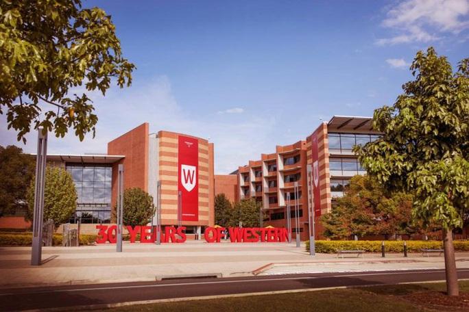 Chính phủ Úc mở cửa cho 760 học sinh người Trung Quốc đi học lại - Ảnh 2.