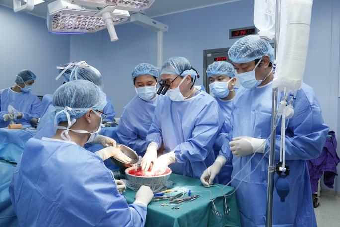 Việt Nam thực hiện thành công ca ghép chi thể đầu tiên trên thế giới từ người hiến sống - Ảnh 1.