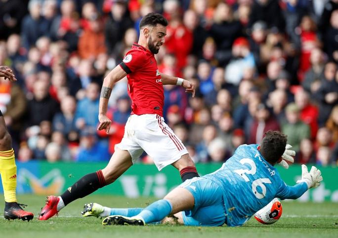 Tân binh Fernandes rực sáng, Man United bay vào Top 5 - Ảnh 2.