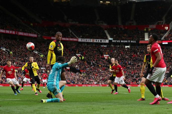 Tân binh Fernandes rực sáng, Man United bay vào Top 5 - Ảnh 6.