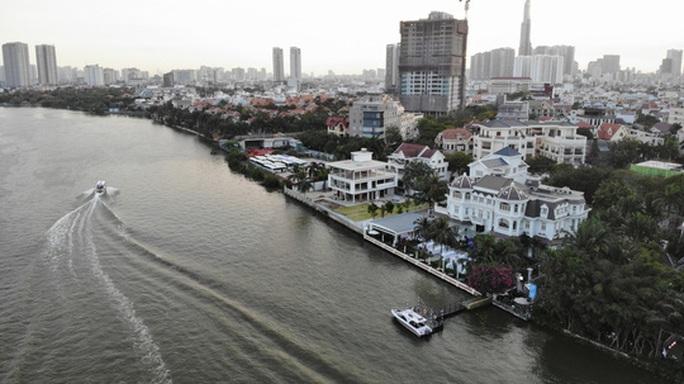 Cận cảnh biệt thự, quán bar lấn sông Sài Gòn - Ảnh 1.