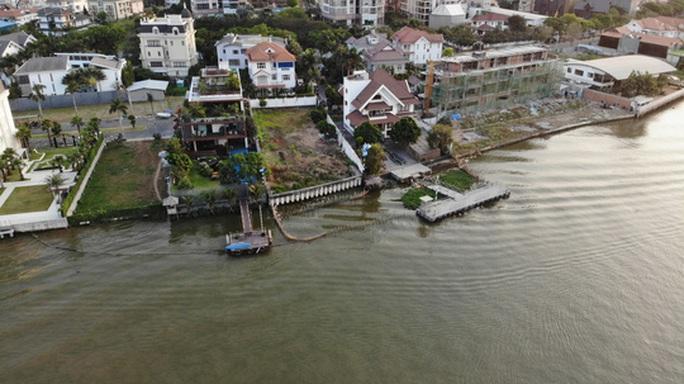 Cận cảnh biệt thự, quán bar lấn sông Sài Gòn - Ảnh 5.