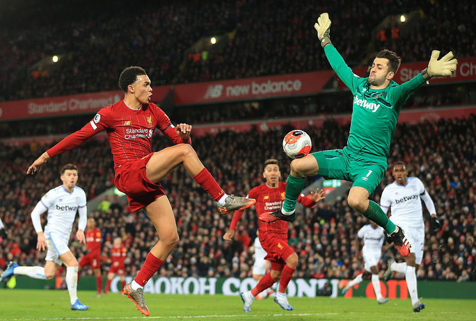 Ngược dòng ngoạn mục ở Anfield, Liverpool nối dài kỷ lục - Ảnh 7.
