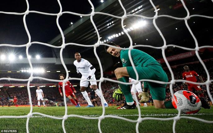 Ngược dòng ngoạn mục ở Anfield, Liverpool nối dài kỷ lục - Ảnh 6.