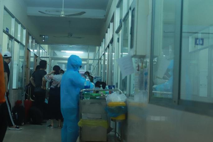 Tiếp xúc với chủ tiệm spa, 9 cán bộ công an phường ở Đà Nẵng phải theo dõi sức khỏe - Ảnh 1.