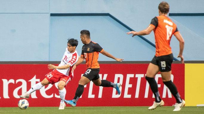 Công Phượng cứu Bùi Tiến Dũng, giúp CLB TP HCM giành 3 điểm trên đất Singapore - Ảnh 1.