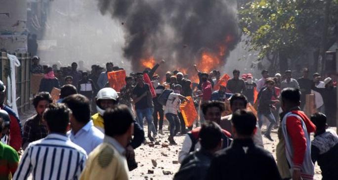 Bạo loạn ở thủ đô Ấn Độ: 7 người chết, 150 người bị thương - Ảnh 1.