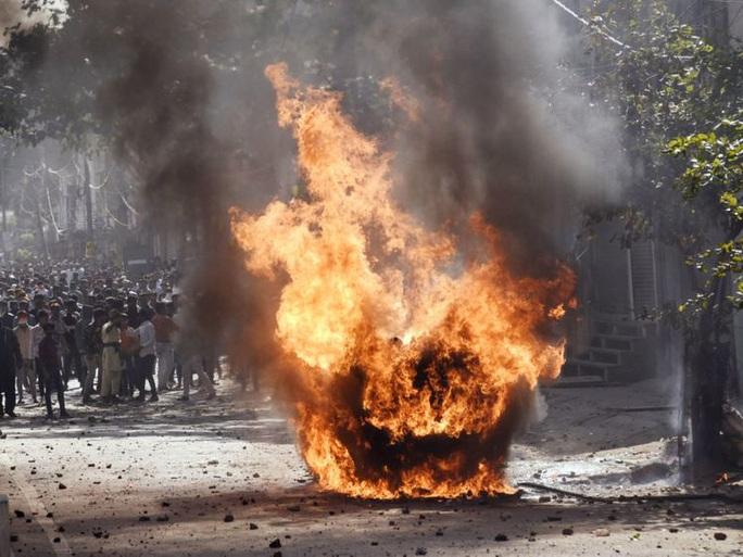 Bạo loạn ở thủ đô Ấn Độ: 7 người chết, 150 người bị thương - Ảnh 2.