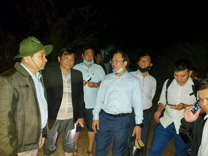 Lật thuyền 6 người mất tích trên sông Vu Gia: Tìm được nạn nhân cuối cùng lúc nửa đêm - Ảnh 5.