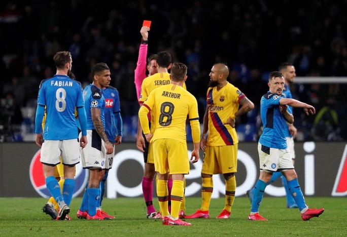 Arturo Vidal red card