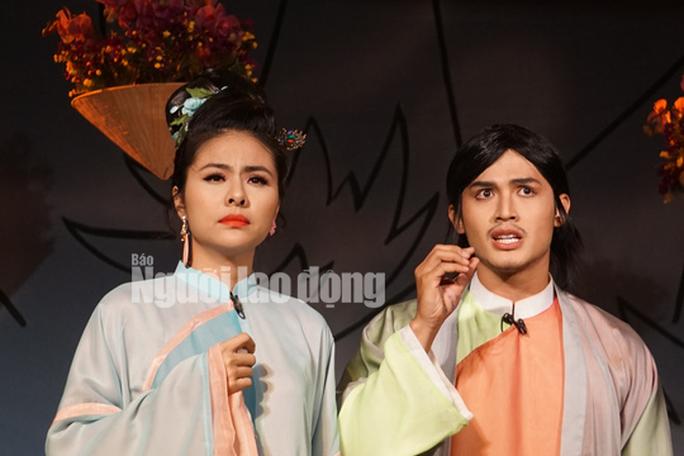 Khán giả đeo khẩu trang xem bà Tú Thành Lộc diễn - Ảnh 3.
