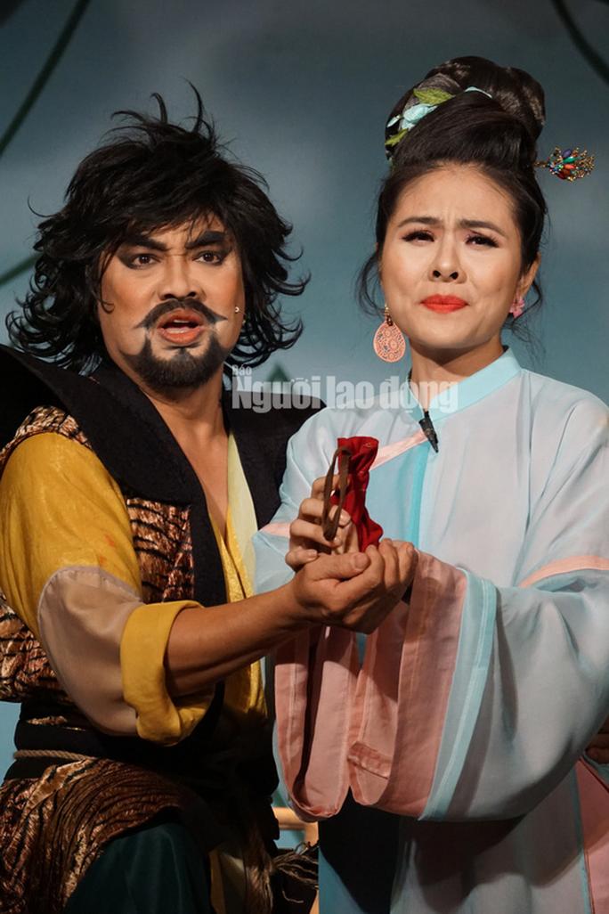 Khán giả đeo khẩu trang xem bà Tú Thành Lộc diễn - Ảnh 5.