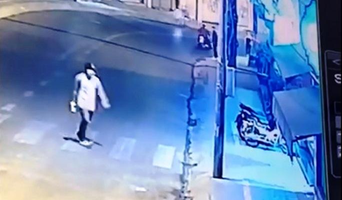 Truy tìm đối tượng manh động ném đá vào xe đang lưu thông ở Đà Lạt - Ảnh 3.
