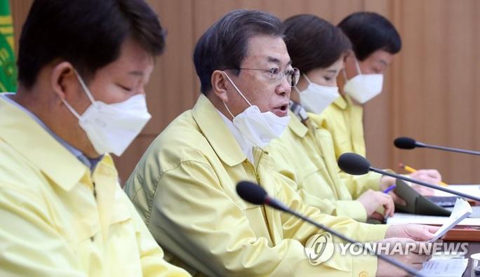 Covid-19: Tổng thống Hàn Quốc từng họp với người nhiễm  - Ảnh 1.
