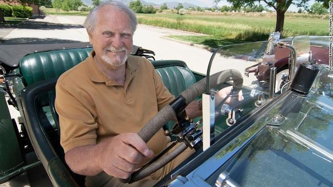 Nhà văn, nhà thám hiểm biển Clive Cussler qua đời - Ảnh 1.