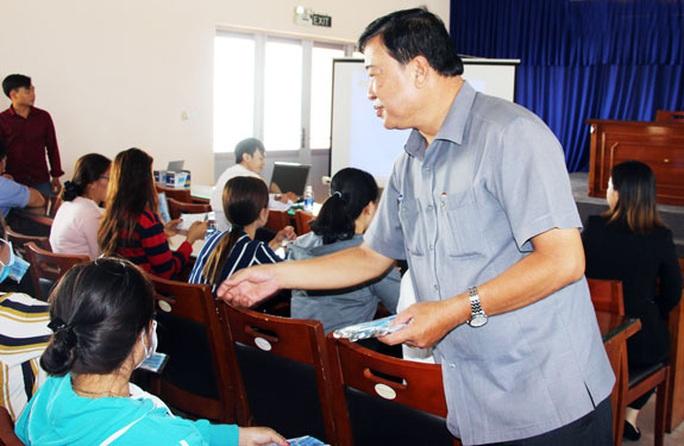 Cà Mau: Tặng 1.500 khẩu trang y tế cho công nhân - Ảnh 1.