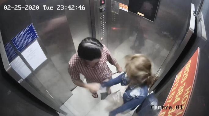 Gã đàn ông liên tiếp đánh đập phụ nữ trong thang máy bị xử lý ra sao? - Ảnh 1.
