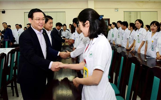 Bí thư Thành ủy Hà Nội Vương Đình Huệ: Lên phương án cách ly từng khu phố - Ảnh 2.